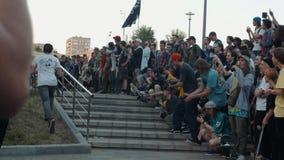 21 de junho de 2018, Moscou, Rússia, Arbat, vai dia Skateboarding: aglomere skateres, profissionais novos e o menino amador do at vídeos de arquivo