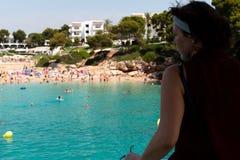 16 de junio de 2017, Cala Ferrera, Mallorca, España - pasajero en el paseo del barco de la aventura del mar de las estrellas de m Foto de archivo libre de regalías
