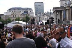 27 de junio de 2015: Londres, Reino Unido, gente no identificada en entusiasmo completo en Pride In London Parade en Trafalgar Sq Fotografía de archivo