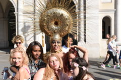 27 de junio de 2015: Londres, Reino Unido, gente no identificada en entusiasmo completo en Pride In London Parade en Trafalgar Sq Imágenes de archivo libres de regalías