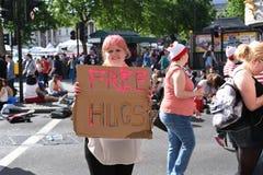 27 de junio de 2015: Londres, Reino Unido, gente no identificada en entusiasmo completo en Pride In London Parade en Trafalgar Sq Imagen de archivo