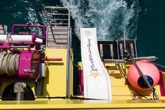 16 de junio de 2017, Oporto Colom, Mallorca, España - el barco de la aventura del mar de las estrellas de mar desliza uso de los  Fotografía de archivo
