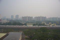 21 de junio de 2013, Singapur, neblina sobre Singapur residencial Foto de archivo