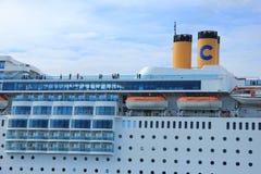 13 de junio de 2014 Velsen: Cierre de Costa Neo Romantica para arriba de cabinas Imagenes de archivo