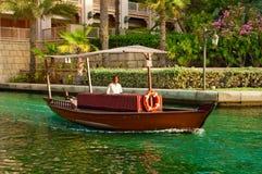 3 DE JUNIO: El hotel y el distrito famosos del turista de Madinat Jumeirah Fotos de archivo libres de regalías