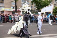 12 de junio de 2018, RUSIA, VORONEZH: Desfile de los teatros de la calle Festival platónico internacional fotografía de archivo