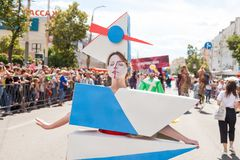 12 de junio de 2018, RUSIA, VORONEZH: Desfile de los teatros de la calle Festival platónico internacional foto de archivo libre de regalías