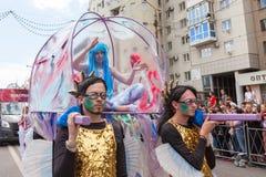 12 de junio de 2018, RUSIA, VORONEZH: Desfile de los teatros de la calle Festival platónico internacional Imágenes de archivo libres de regalías