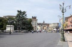10 de junio de 2017, turistas en las calles mágicas de Verona, sujetador de la plaza, Italia Imagenes de archivo