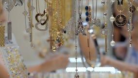 De juwelen bijouterie tonen stock videobeelden