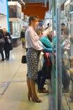 De Juwelen JUNWEX Moskou 2014 Verkeersvrouwen Royalty-vrije Stock Foto's