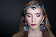 De juwelen van het schoonheidsmeisje Stock Afbeeldingen
