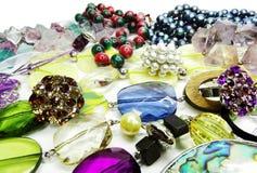 De juwelen van kristallenparels als manierachtergrond Stock Afbeeldingen