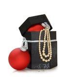 De juwelendoos van Kerstmis die met het knippen van weg wordt geïsoleerds Royalty-vrije Stock Afbeeldingen