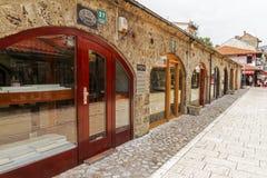 De juwelenopslag in Gazi husrev-bedelt Bezistan-markthal bij oude bazaar en het historische en culturele centrum van Sarajevo c royalty-vrije stock foto's