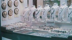De Juwelier Ornaments van de showcaseopslag stock videobeelden