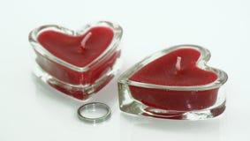 De kaars en de ring van de liefde Royalty-vrije Stock Foto