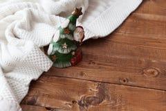 De Kaars van Kerstmis op een Houten Lijst Stock Afbeeldingen