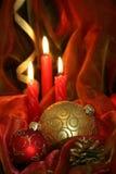 De Kaarsen & de Snuisterijen van Kerstmis Royalty-vrije Stock Foto's