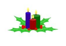De kaarsen en de bladeren van Kerstmis die op wit worden geïsoleerdi Stock Afbeelding