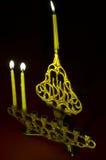 De kaarsen van de Chanoeka in hanukkiya Stock Foto's
