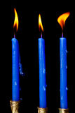 De kaarsen van de Chanoeka op zwarte achtergrond Stock Foto's