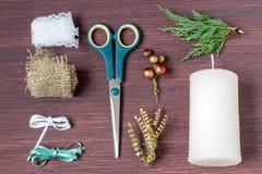 De kaarsen van de Kerstmisdecoratie met uw eigen handen Stap 1 stock foto