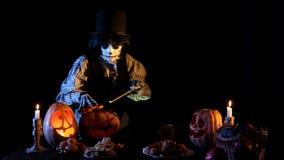 De Kaarsen van hefboomo'lantern Ligntens binnen Pompoenen stock videobeelden