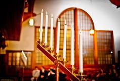 De kaarsen van het huwelijk bij de kerk Royalty-vrije Stock Afbeelding