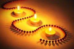 De kaarsen van Kerstmis en glasparels Royalty-vrije Stock Fotografie