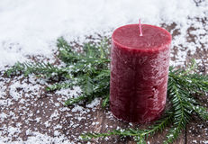 De Kaarsen van Rustical in de sneeuw Royalty-vrije Stock Afbeelding