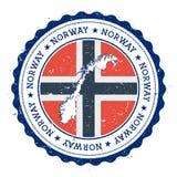De kaart en de vlag van Noorwegen in uitstekende rubberzegel van vector illustratie