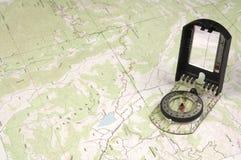De Kaart en het kompas van Topo Stock Afbeelding