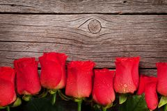 De kaart van de de daggroet van valentijnskaarten met rozen stock afbeeldingen