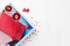 De kaart van de de daggroet van Valentine met champagne stock foto's