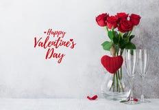 De kaart van de de daggroet van Valentine met rozen stock foto's