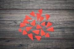 De kaart van de Dag van valentijnskaarten Decoratieve uitstekende achtergrond met hart Stock Afbeelding