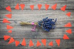 De kaart van de Dag van valentijnskaarten Decoratieve uitstekende achtergrond met hart Stock Fotografie