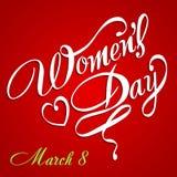 De kaart van de de Daggroet van gelukkige Vrouwen, giftkaart op roze achtergrond met ontwerp van vrouwen en tekst 8ste Maart Stock Afbeelding