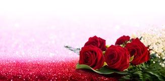 De kaart van de groet met rozen stock foto's
