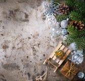 De kaart van de Kerstmisdecoratie met speelgoed en boom Royalty-vrije Stock Afbeelding