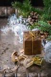 De kaart van de Kerstmisdecoratie met speelgoed en boom Stock Fotografie