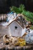 De kaart van de Kerstmisdecoratie met speelgoed en boom Royalty-vrije Stock Afbeeldingen