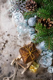 De kaart van de Kerstmisdecoratie met speelgoed en boom Royalty-vrije Stock Fotografie