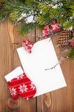 De kaart van de Kerstmisgroet of fotokader over houten lijst met Sn Royalty-vrije Stock Foto