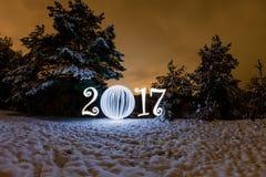 2017 de kaart van de nieuwjaargroet met nachtbos Royalty-vrije Stock Foto
