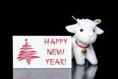 De kaart van de nieuwjaargroet of prentbriefkaar met geit Stock Foto
