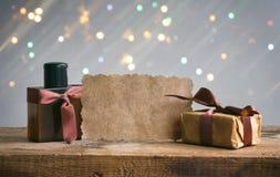De kaart van de vadersdag, giftdoos, parfumfles Stock Foto