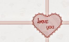 De kaart van de valentijnskaart ` s met kanten hart Stock Afbeeldingen
