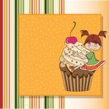 De kaart van de verjaardag met grappig meisje Stock Fotografie